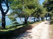 Cycling path between Postira and Lovrečina bay