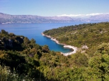 One of the many bays and beaches on the way to Pučišća.
